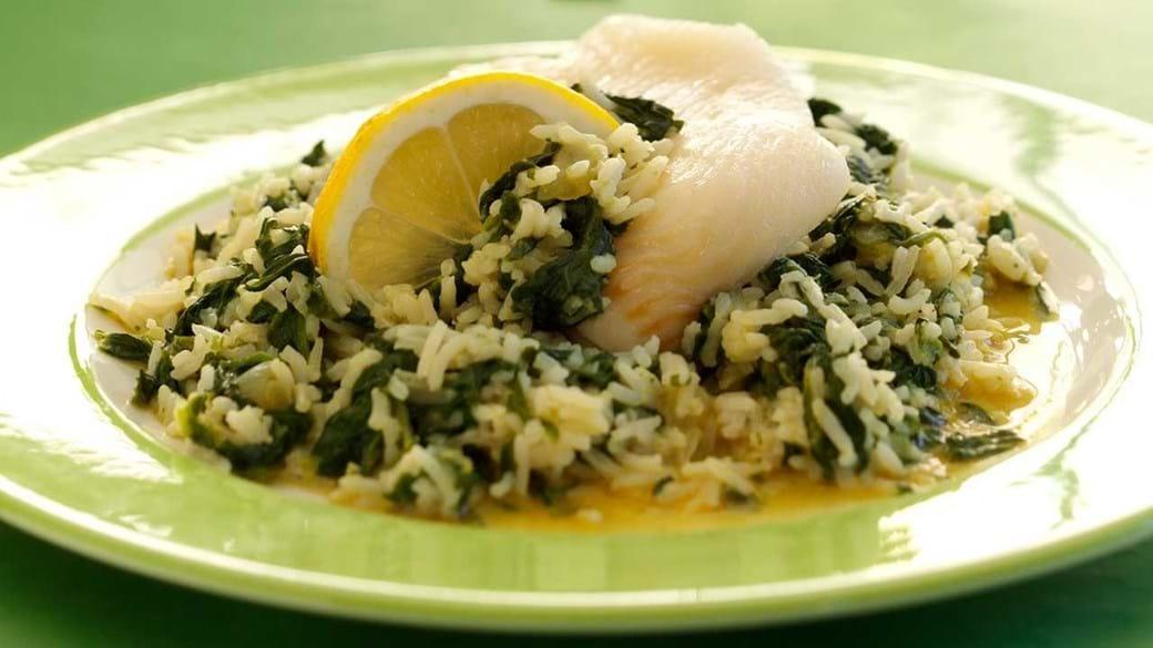 Ovnbagt fisk med indisk inspireret spinatsauce