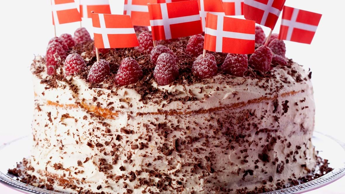Fødselsdagslagkage med hindbær