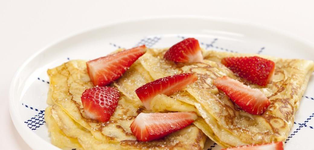 Gammeldags pandekager med jordbær