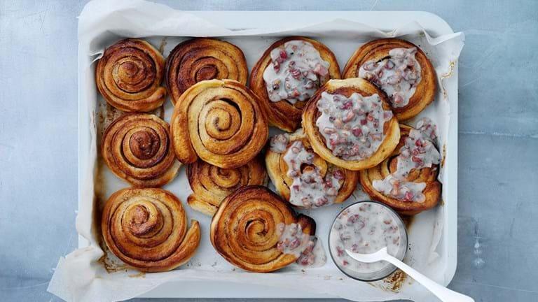 Klassiske svenske kanelbullar med bacon/citron-glasur