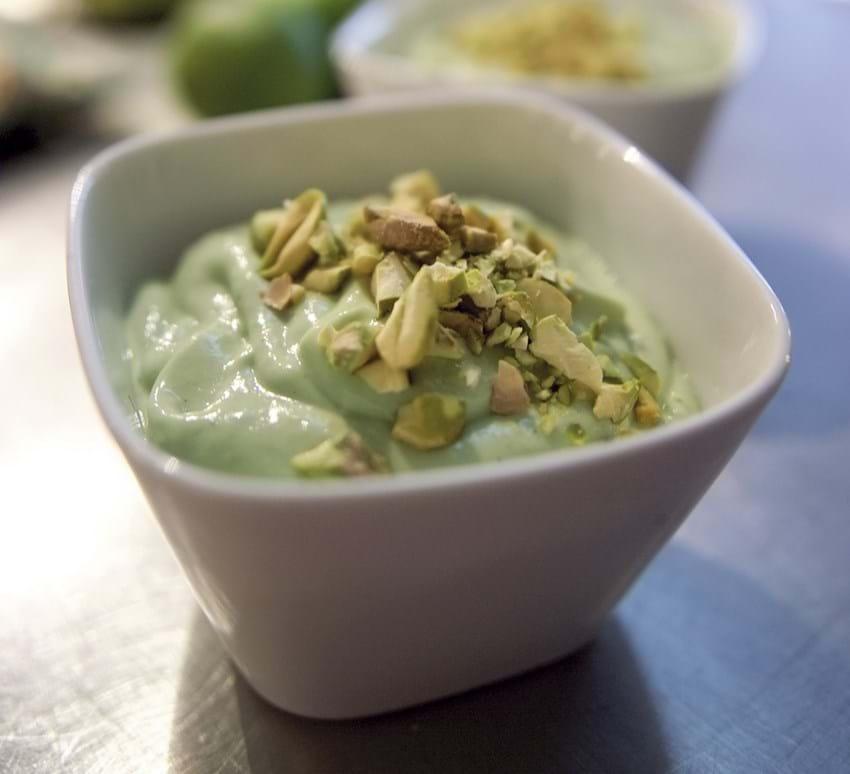 Avocadocreme med pistaciedrys
