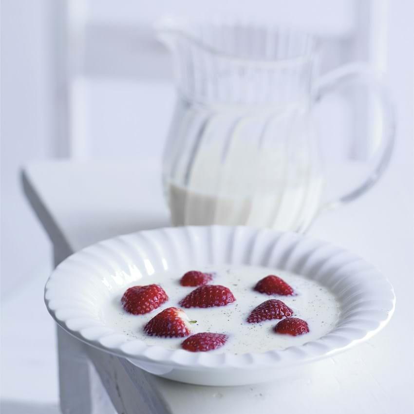 Jordbær med vanillemælk
