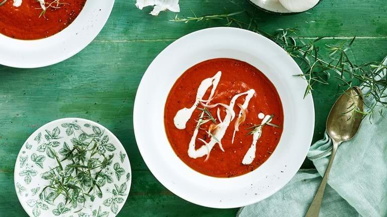 Suppe af grillede peberfrugter og tomat