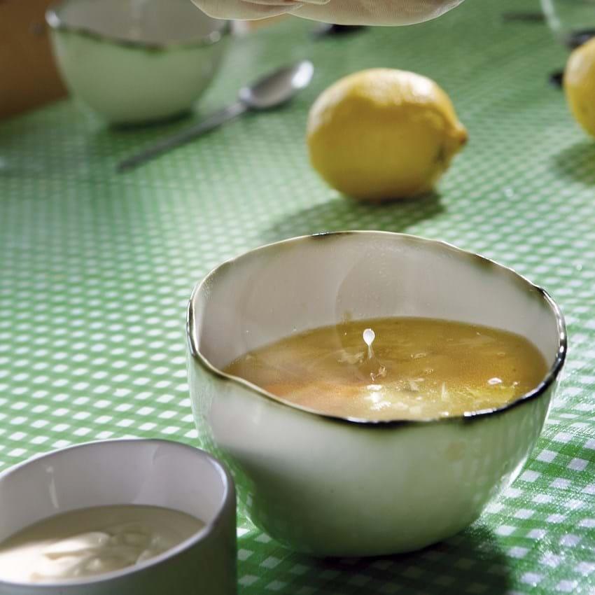 Hønsekødssuppe med masser af citron