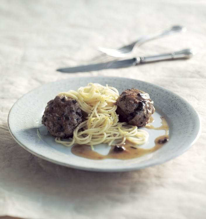 Citronpasta og kalvekødboller med svampe