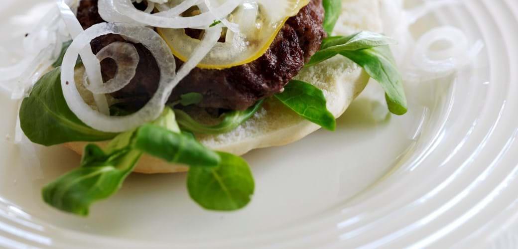 Åben burger med myntecreme