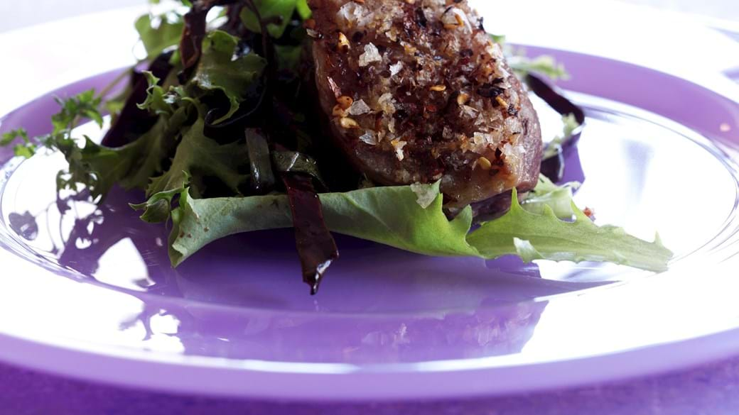 Lammeculotte på vaniljekrydret rødkål med salat