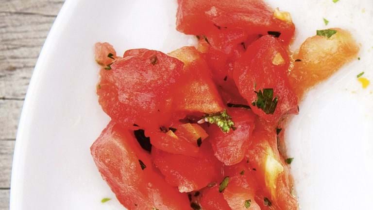 Tomatsalat med konserveret/ saltet citron