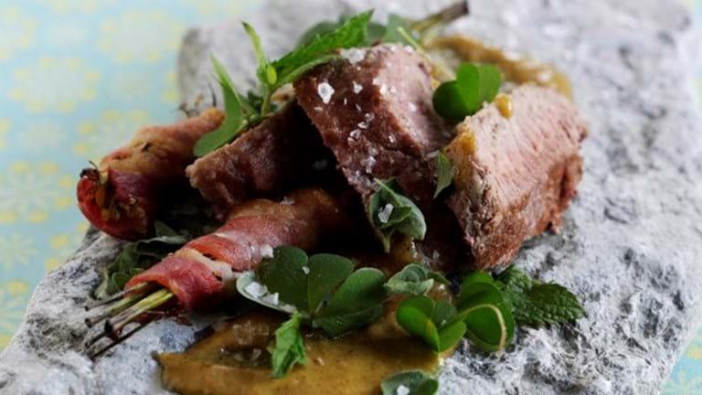 Lammefilet og broccoliblomster med bacon