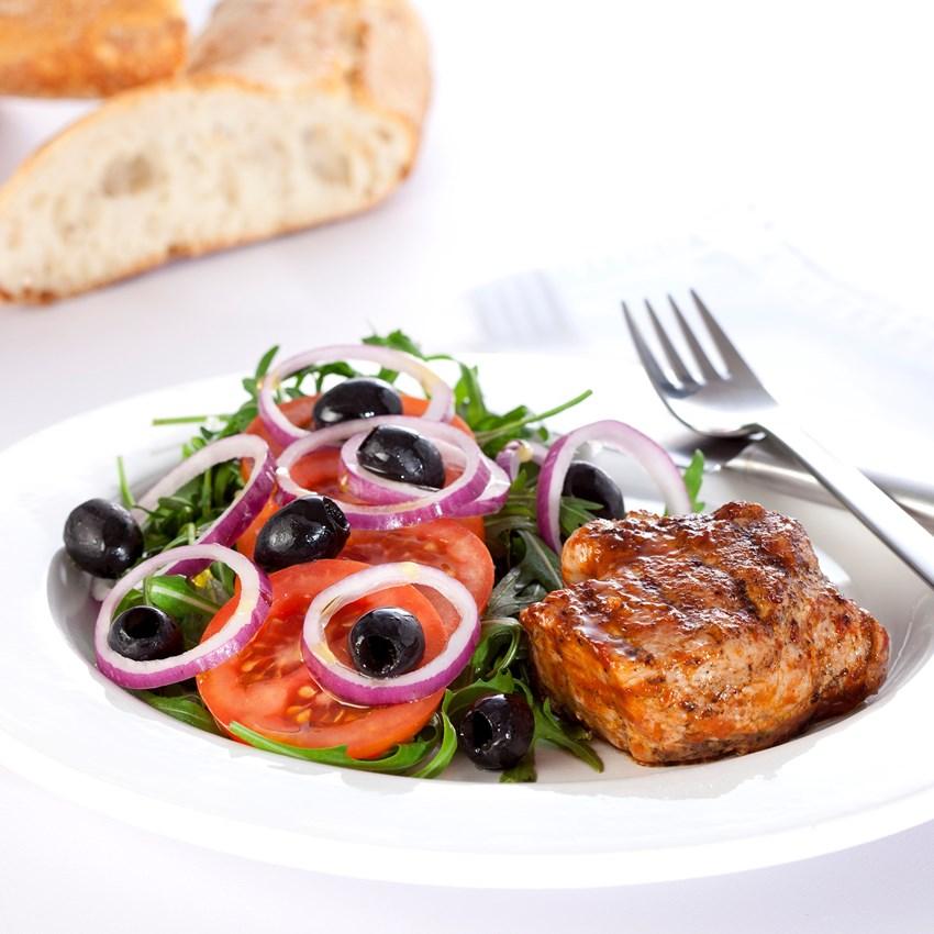 Grillet svinemørbrad med græsk salat