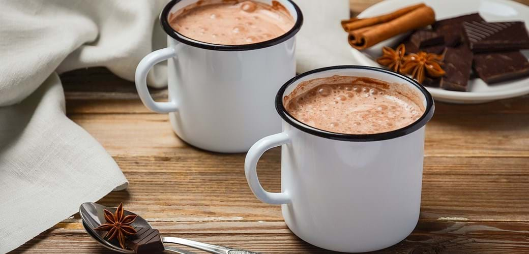 Varm mælk med chokolade