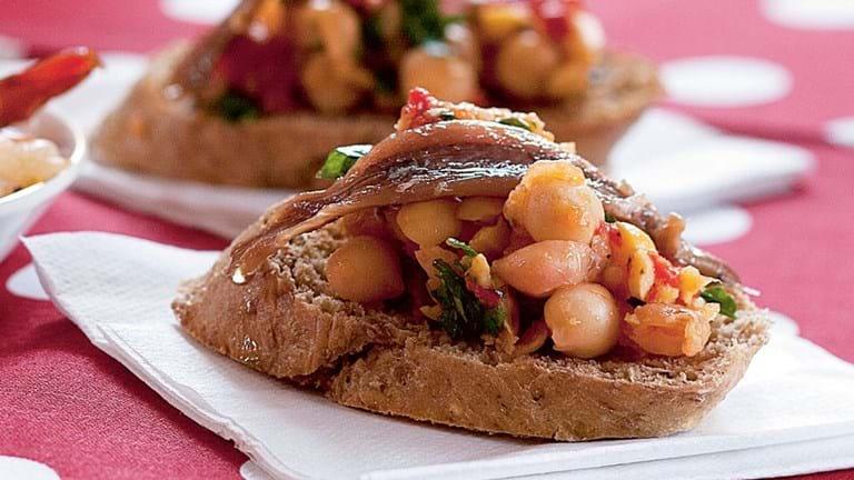Ansjossnitter med kikærter og peberfrugt
