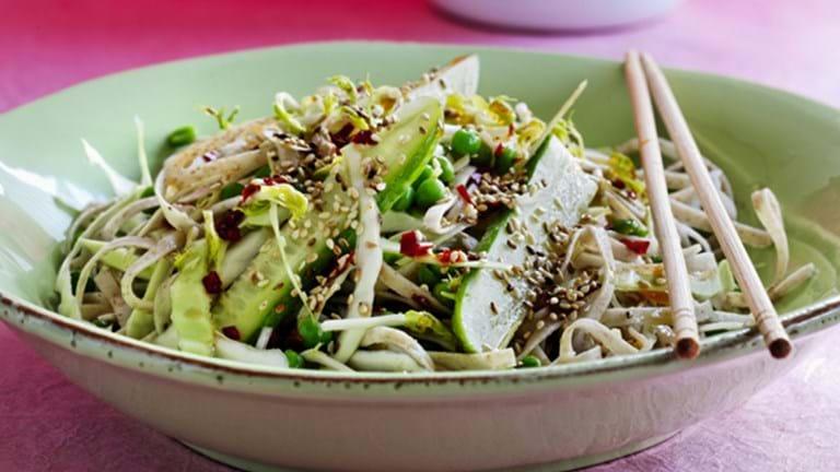 Kålsalat med nudler og thaidressing