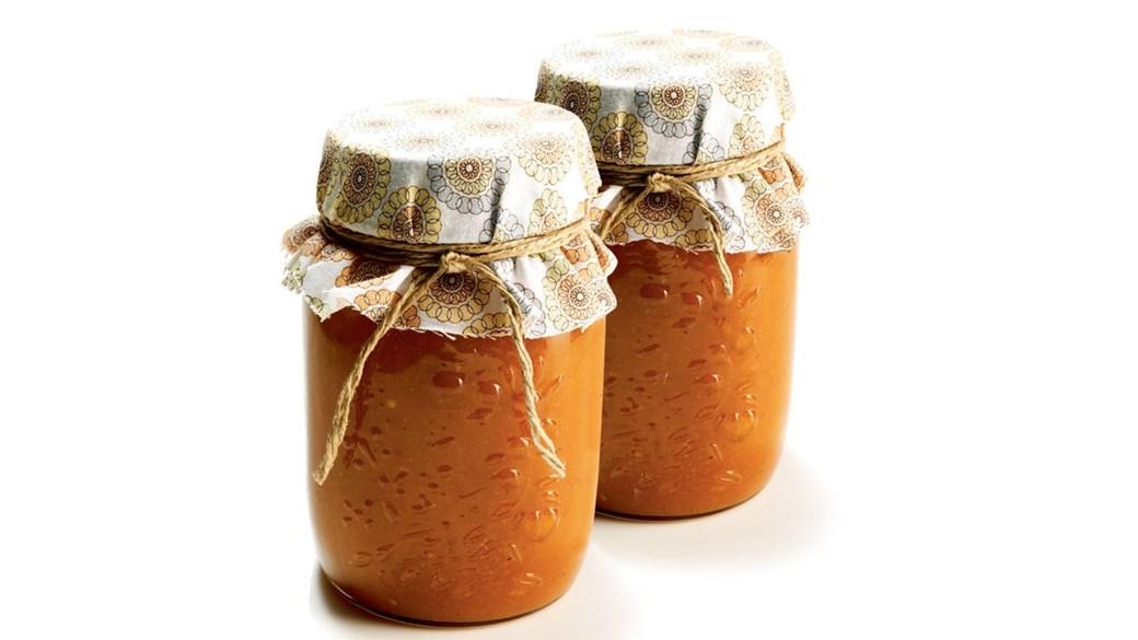 Ketchup af abrikos og tomat