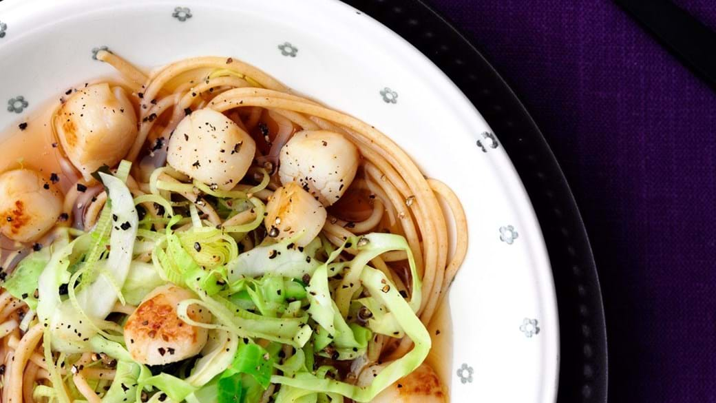 Misosuppe med grøntsager og kammuslinger