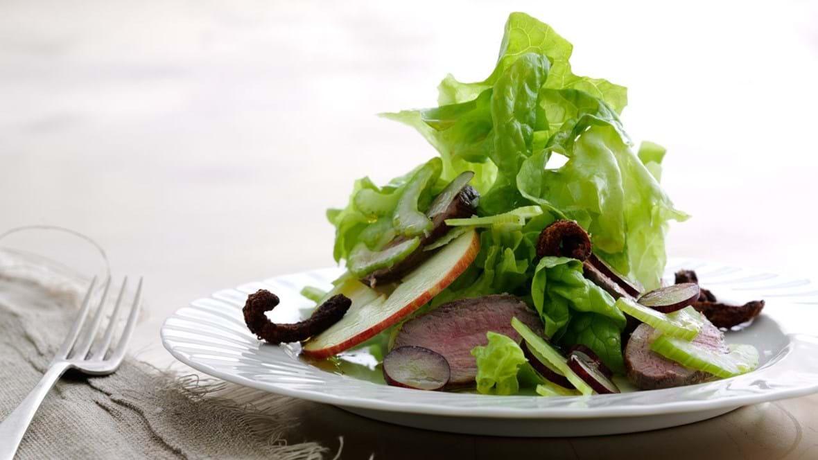 Salat a la Waldorf med and på to måder