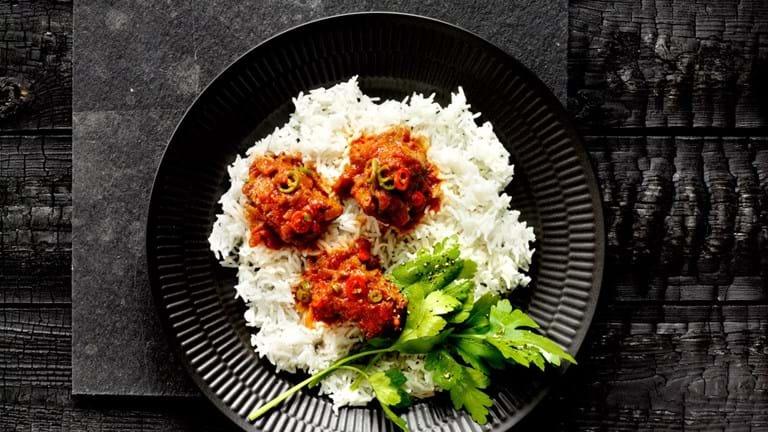 Bredie med oksekød og tomat