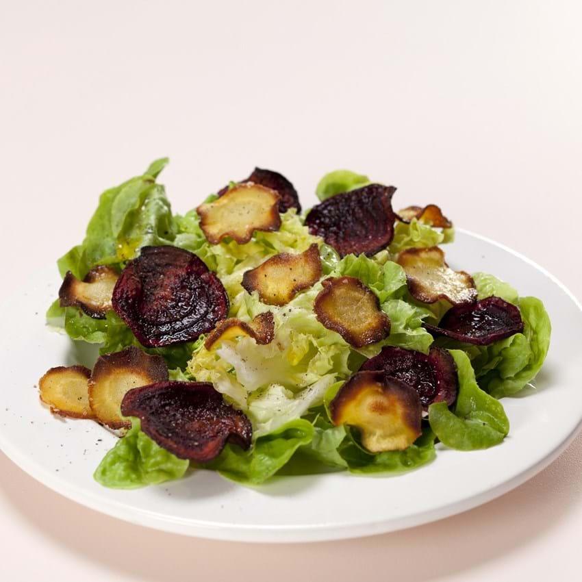 Grøn salat med rodchips