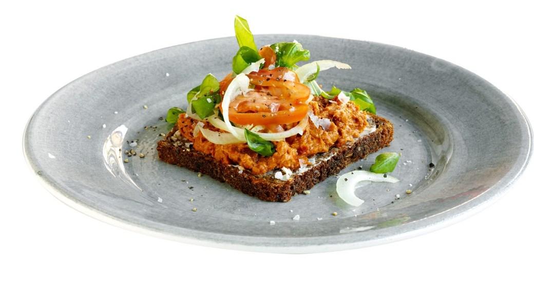 Makrelsalat på ristet rugbrød