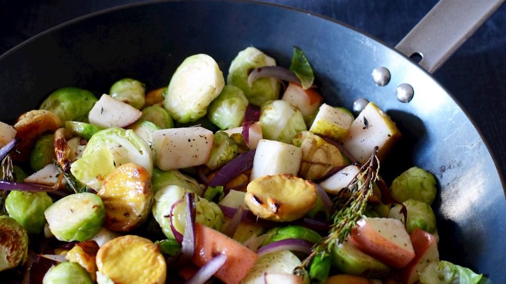 Lun salat med rosenkål og kastanjer