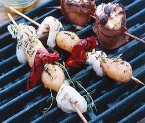 Havtaskekæber på spid med nye kartofler og tzatziki