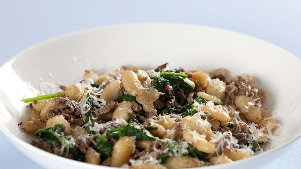 Hakket oksekød med hvide bønner og spinat