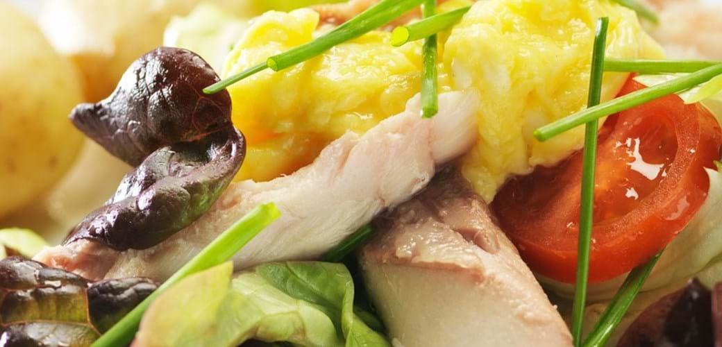 Røget makrel med røræg og frisk purløg