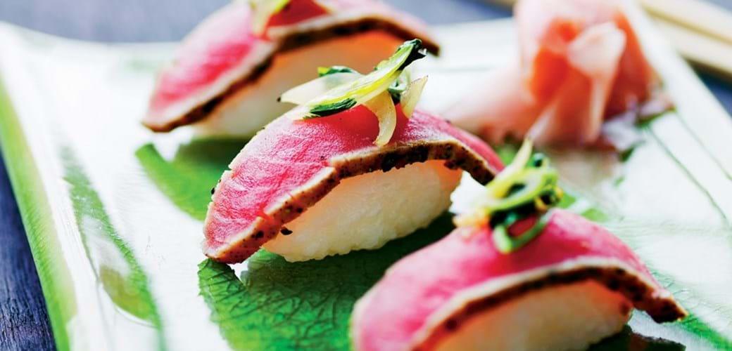Sushi med lynsvitset tun