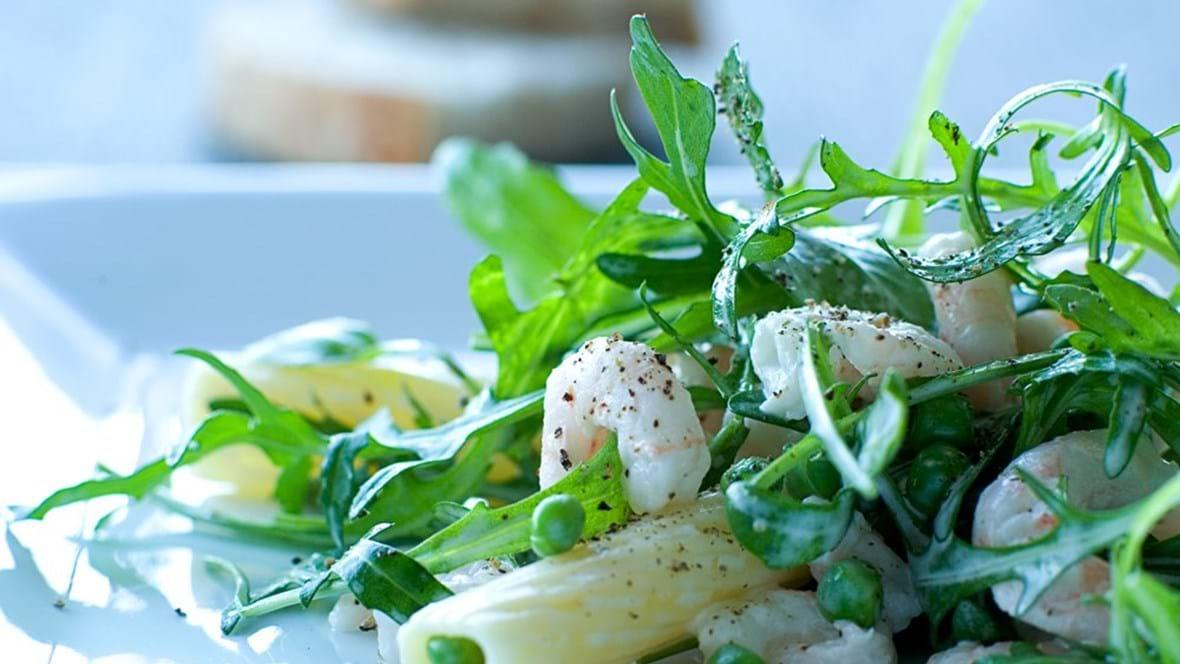 Pastasalat med rejer og ærter