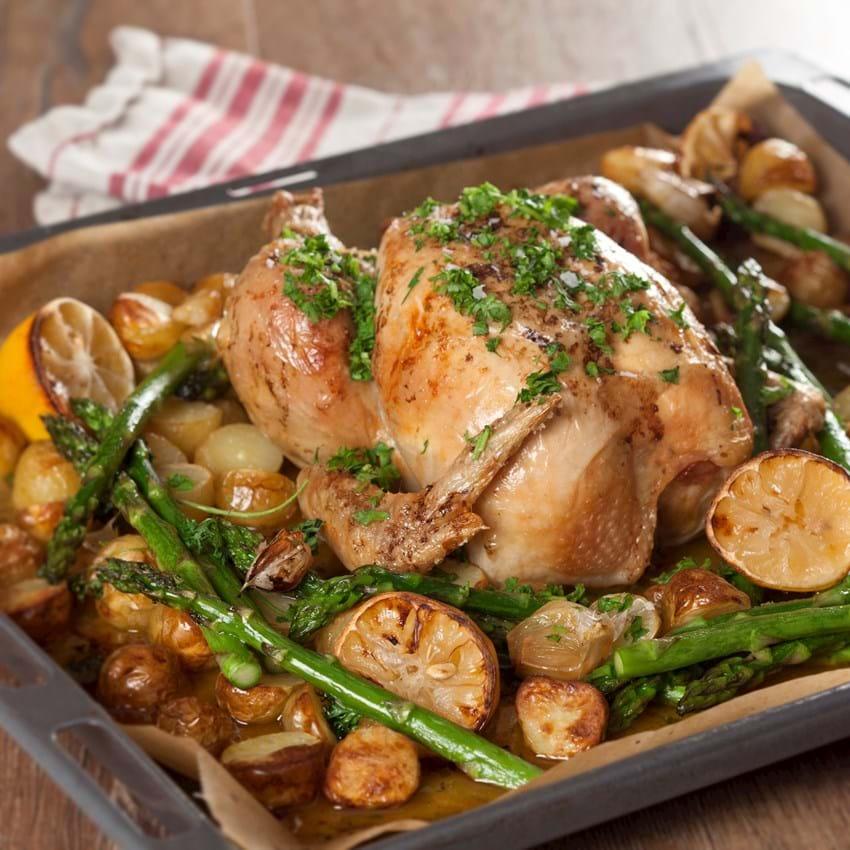 Helstegt kylling opskrift med kartofler - se den her