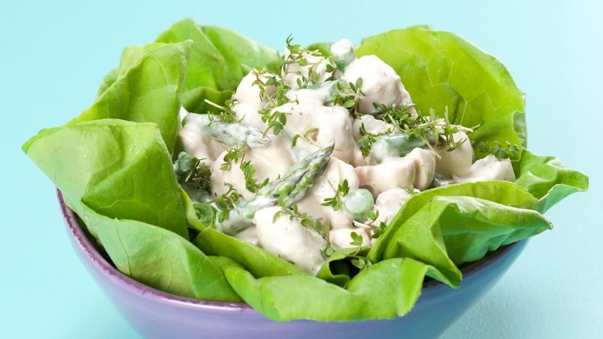 Hønsesalat med grønne asparges og karse