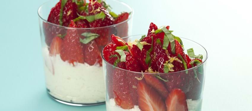 Italiensk jordbærdessert med citron og basilikum