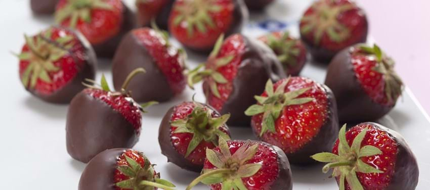 Jordbær med mørk chokolade