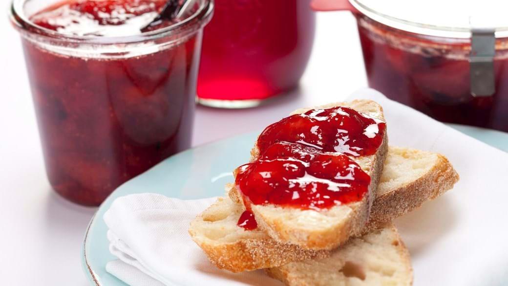 Jordbærsyltetøj og -saft