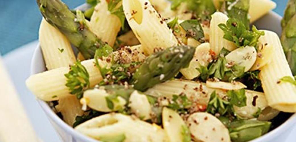 Asparges og pasta med parmesan.