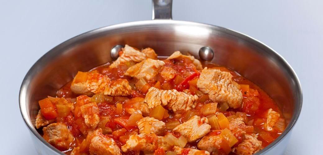 Kalkun i tomat med pasta