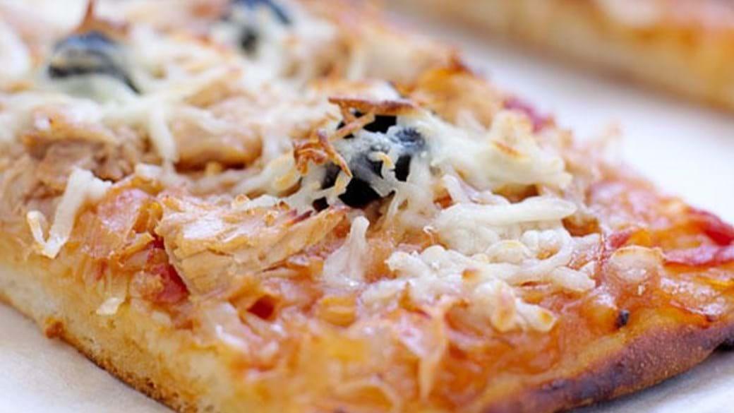Løgpizza med tun
