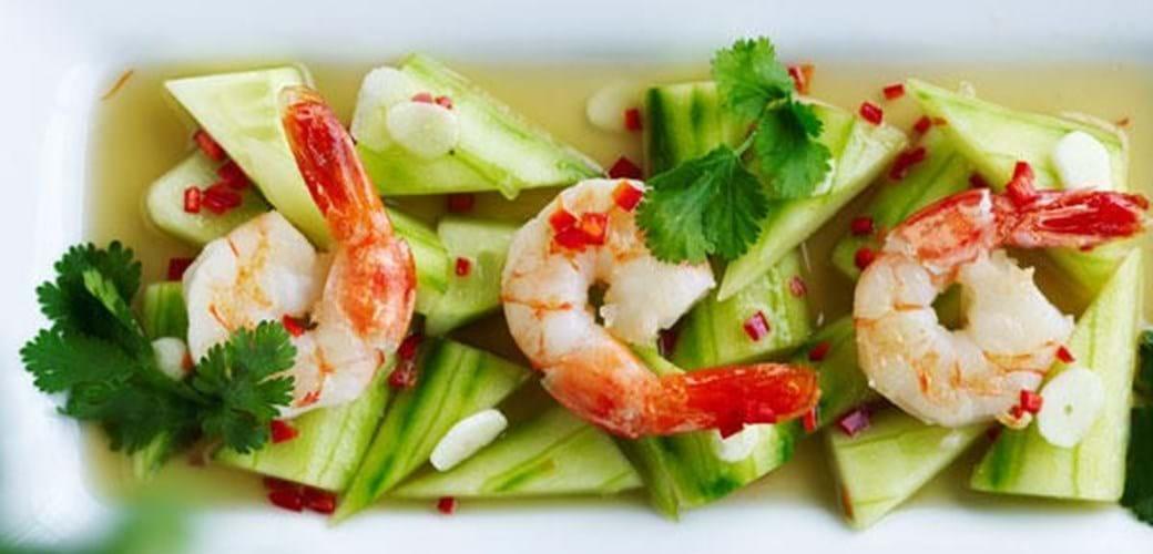 Thaimarinerede agurker med rejer