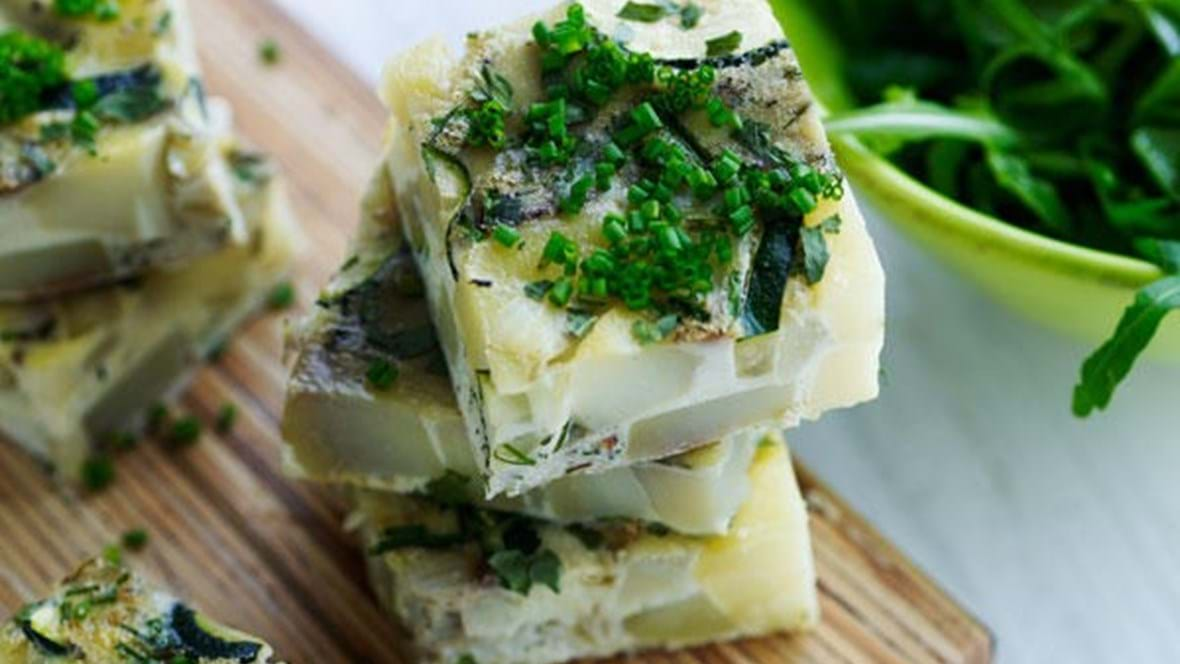 Tortilla med squash, løg og kartofler