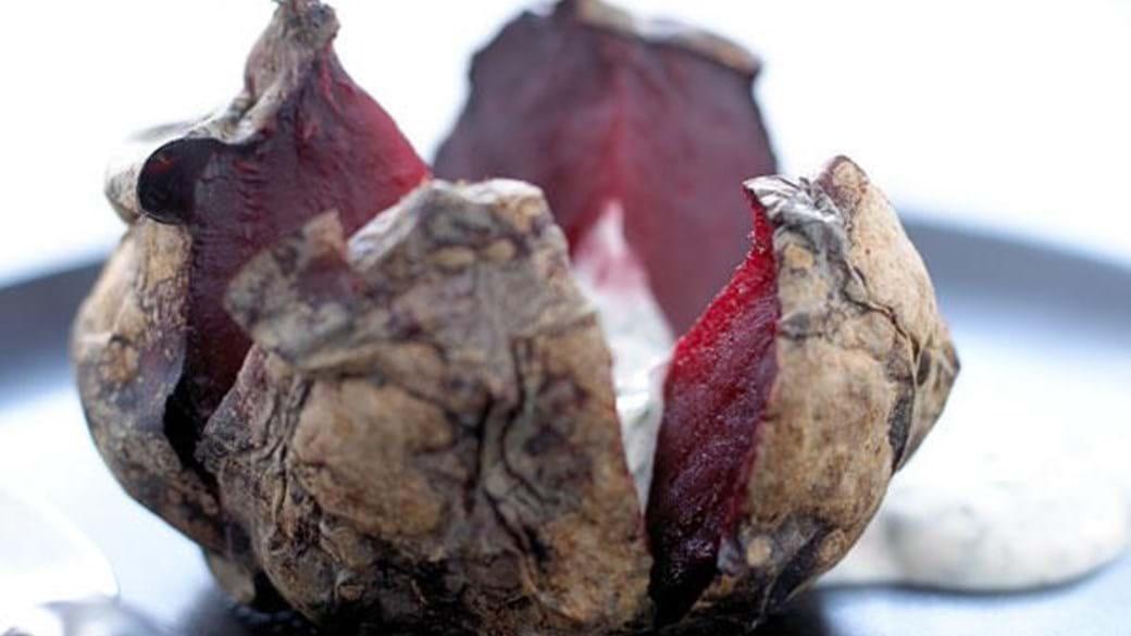 Bagte rødbeder med mynteyoghurt