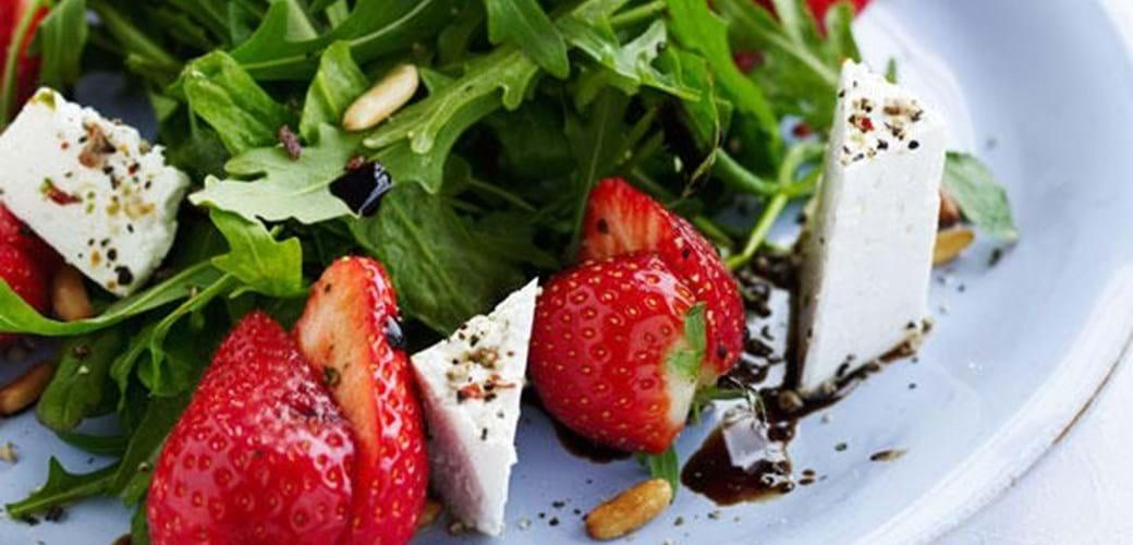 Jordbærsalat med rucola og feta
