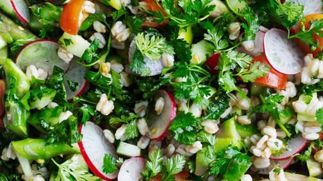 Krydderurtetabbouleh med forårsgrønt
