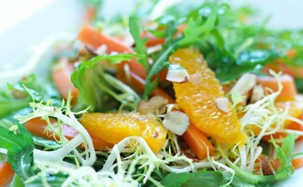 Salat med gulerødder og appelsin