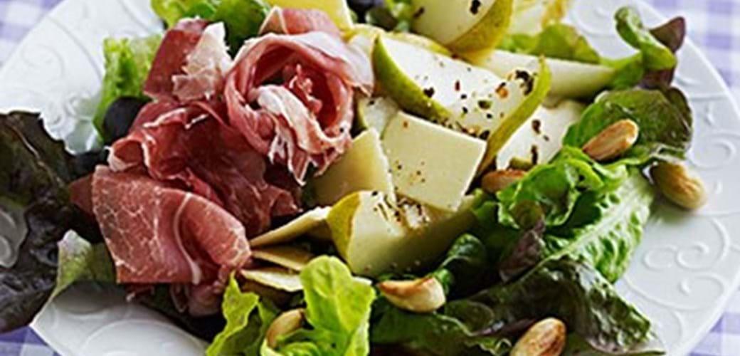 Salat med pære, parma og parmesan