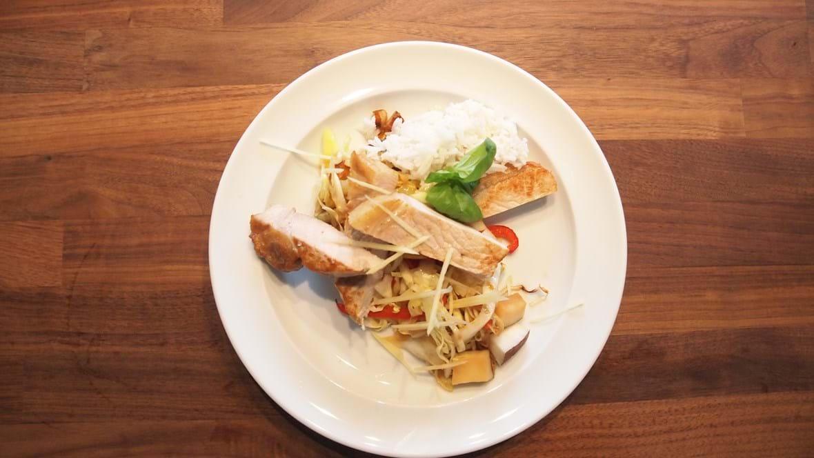 Koteletter i fad med ris (Thai style)