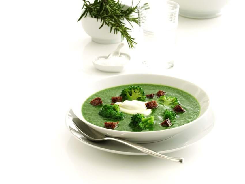 Grøn forårssuppe med broccoli og rugbrødscroutoner