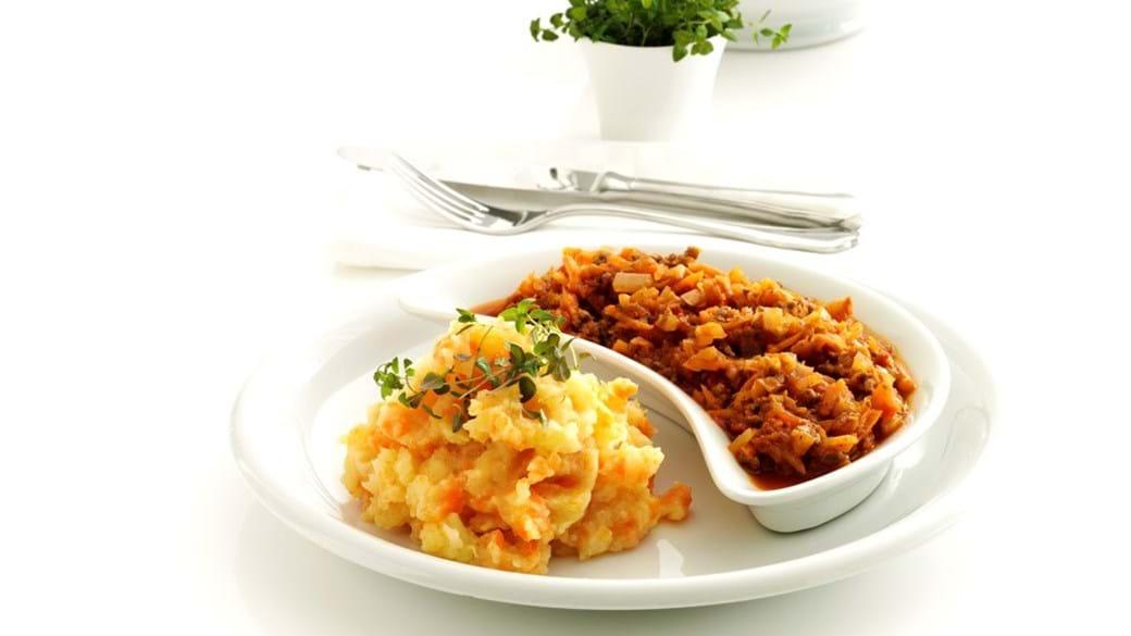Kødsauce med mange grøntsager og grov rodfrugtmos