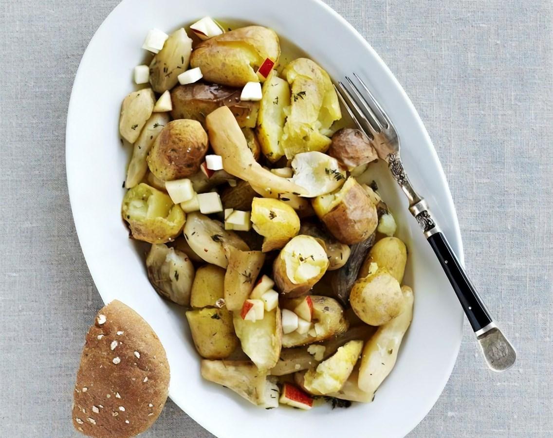 Ovnbagte kartofler og jordskokker med æblemost