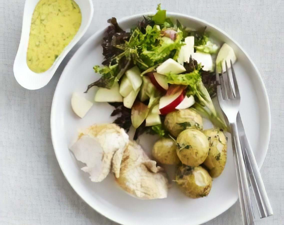 Bagte kartofler med dip, salat og fredagskylling