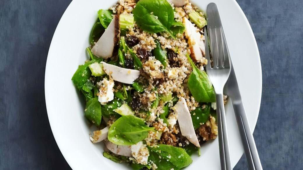 Spinatsalat med bulgur og svin